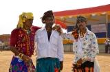 tarnetar_parapluies_et_beaux_costumes-4